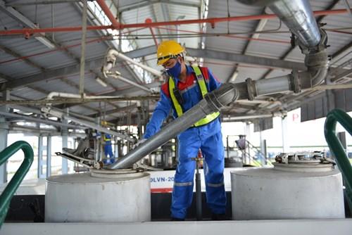 Những khó khăn từ thị trường sản phẩm dầu khí - Ảnh 4.