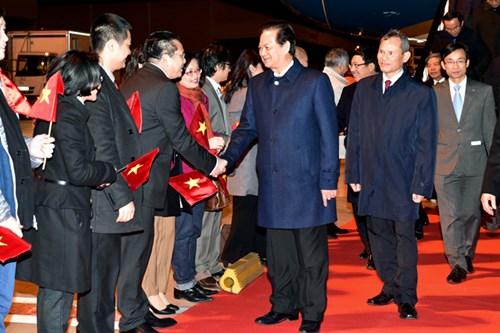 Thủ tướng Nguyễn Tấn Dũng tới Sân bay quân sự Brussels, Vương quốc Bỉ (Ảnh: VGP)