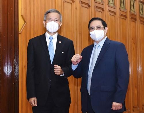 Thủ tướng đề nghị Singapore chia sẻ kinh nghiệm, hợp tác vắc xin - Ảnh 1.