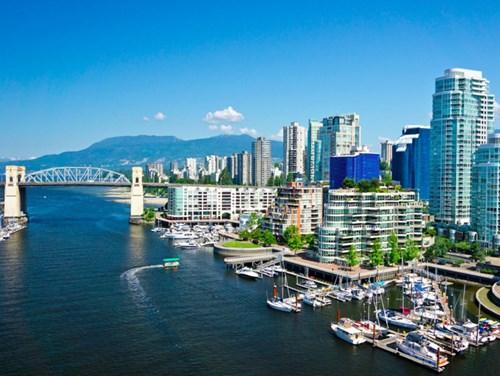 <b>3. Vancouver, Canada</b></p><p></p><p>Vancouver được điểm 100 về văn hóa và môi trường, chăm sóc y tế, giáo dục. Điểm số về sự ổn định của thành phố này cũng gần mức tuyệt đối.