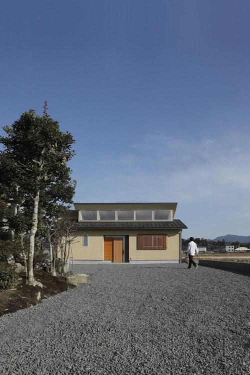 Chủ sở hữu ngôi nhà là một cặp vợ chồng trẻ cùng con nhỏ người Nhật.