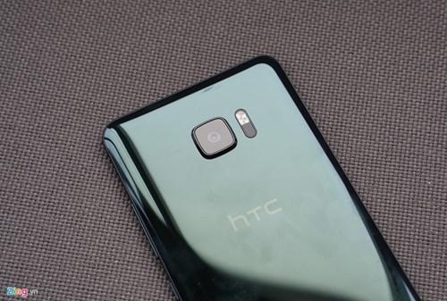 Mo hop HTC U Ultra: Bom tan dau nam hinh anh 5