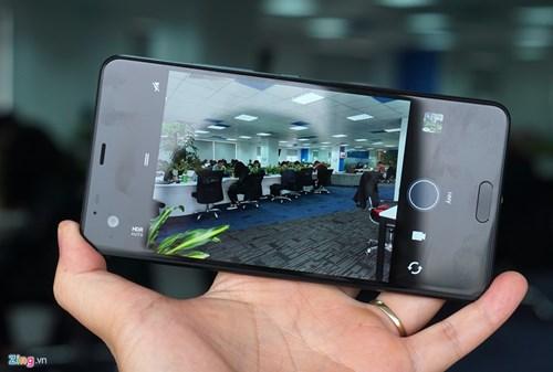 Mo hop HTC U Ultra: Bom tan dau nam hinh anh 9