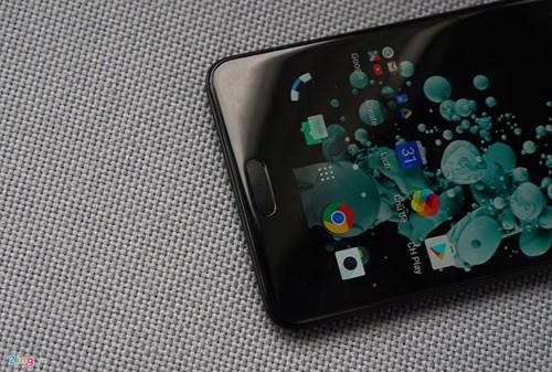 Mo hop HTC U Ultra: Bom tan dau nam hinh anh 6