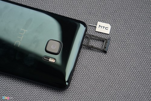 Mo hop HTC U Ultra: Bom tan dau nam hinh anh 8