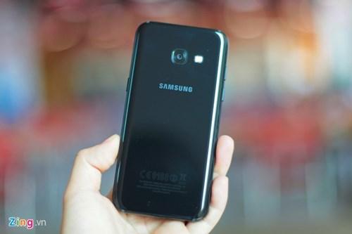 Galaxy A3 2017 - di dong gon gang, chac tay, gia 6,5 trieu dong hinh anh 2