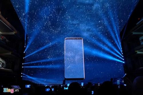 Samsung Galaxy S8 va S8+ ra mat voi man hinh vo cuc, 4G toc do 1 Gbps hinh anh 2