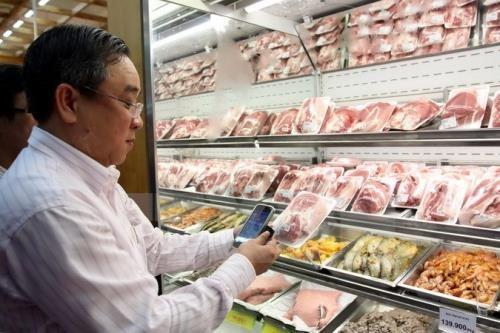 Các nhà bán lẻ cam kết đẩy mạnh tiêu thụ thịt lợn