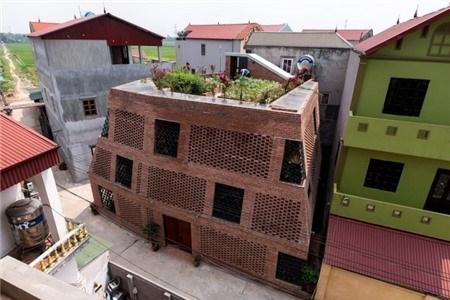 """Nhà """"hang gạch"""" độc, lạ ở Hà Nội đẹp hút hồn trên báo Mỹ"""