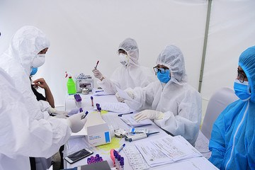 Việt Nam dẫn đầu thế giới về tỷ lệ xét nghiệm trên mỗi ca dương tính Covid-19