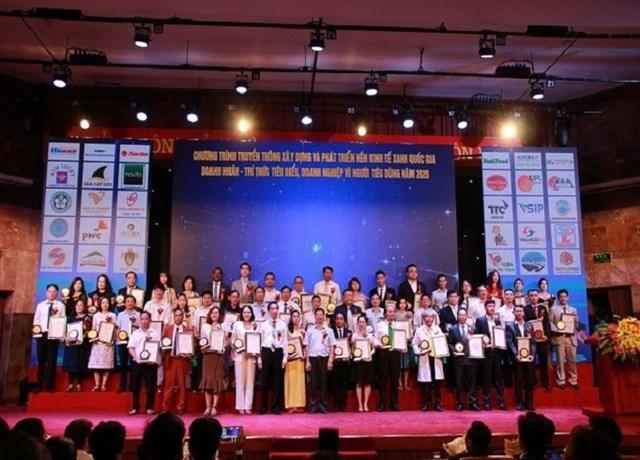 Trao tặng 100 giải thưởng chương trình xây dựng nền kinh tế xanh quốc gia năm 2020