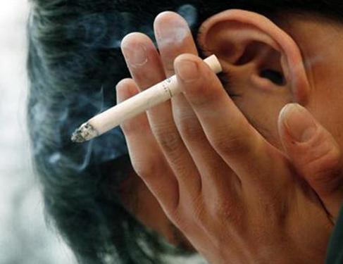 Hút thuốc lá có nguy cơ xuất huyết não gấp 3 lần so với người không hút thuốc