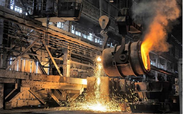 Giá quặng sắt giảm tiếp 6% sau khi Trung Quốc cảnh cáo các nhà máy thép lợi dụng giá tăng