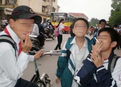 Báo động tình trạng trẻ hóa hút thuốc lá