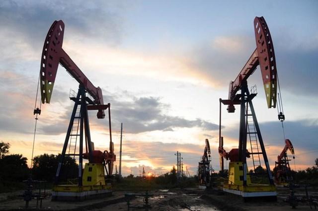 Giá dầu sụt 3% tuần này, nhưng đã tăng 35% từ đầu năm