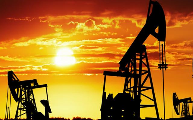 Giá dầu chiều 9/3 hướng đến 69 USD/thùng do nguồn cung thắt chặt