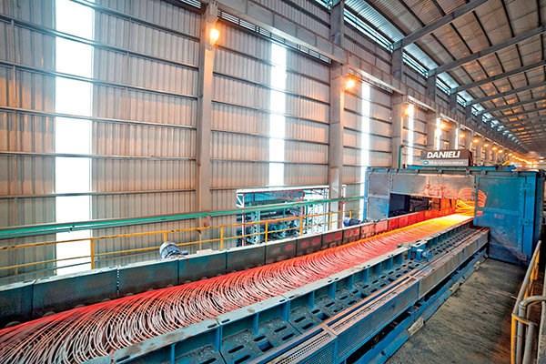 Sản xuất thép bất ngờ đạt kỷ lục trong 10 năm