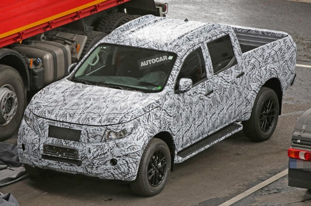 Bán tải đầu tay của Mercedes-Benz lần đầu lộ diện