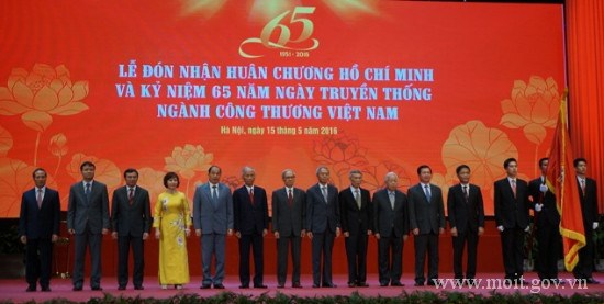 Ngành Công Thương đón nhận Huân chương HCM nhân kỷ niệm 65 năm Ngày truyền thống