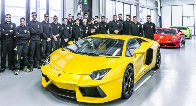 """Lamborghini lập kỷ lục bán siêu xe: Cứ 2 tiếng lại một chiếc """"xuất chuồng"""""""