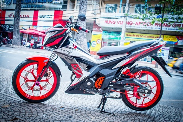 Honda Sonic dán decal bắt mắt ở Sài Gòn