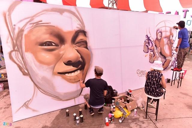 Ngày hội vẽ graffiti trên ôtô, xe máy tại Hà Nội