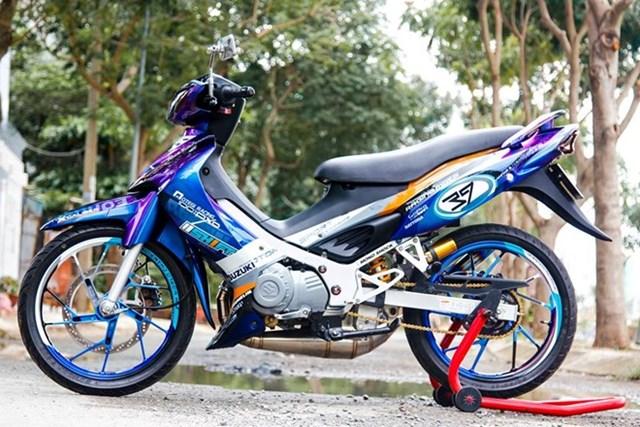 Xe 2 thì Suzuki Satria màu độc của biker Lâm Đồng