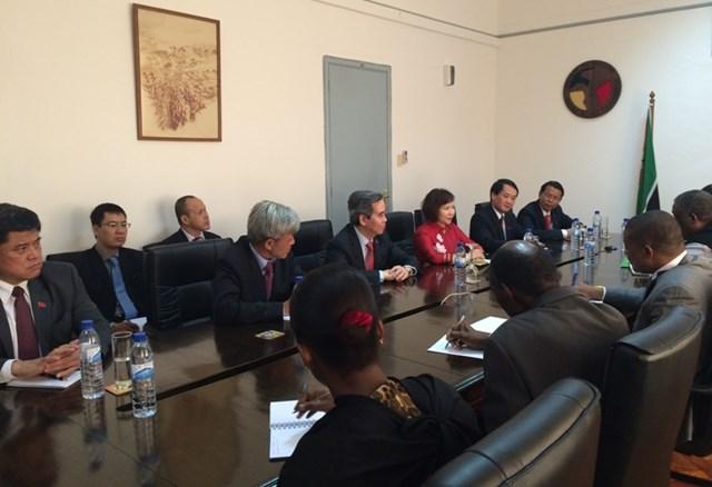Tăng cường quan hệ hợp tác với Mô-dăm-bích, Ăng-gô-la, Nam Phi