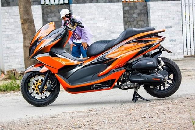 Honda PCX phối màu cam đen bắt mắt ở Hà Nội