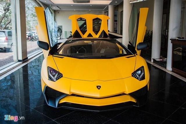 Siêu xe mui trần Lamborghini Aventador Roadster độc nhất VN