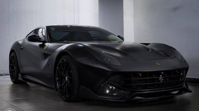 """Cường """"Đô-la"""" thay áo đen nhám cho siêu xe Ferrari F12 Berlinetta """"hàng độc"""""""