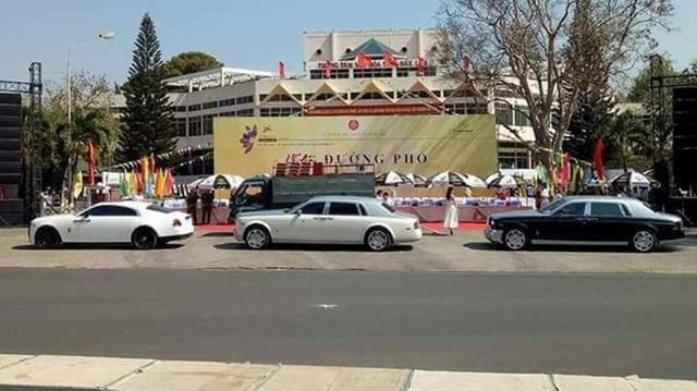Bộ 3 Rolls-Royce của đại gia Trung Nguyên xuất hiện tại lễ hội cà phê Buôn Ma Thuột