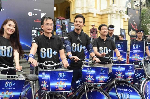 Hơn 1.000 tình nguyện viên đi bộ và đạp xe hưởng ứng Giờ trái đất 2017