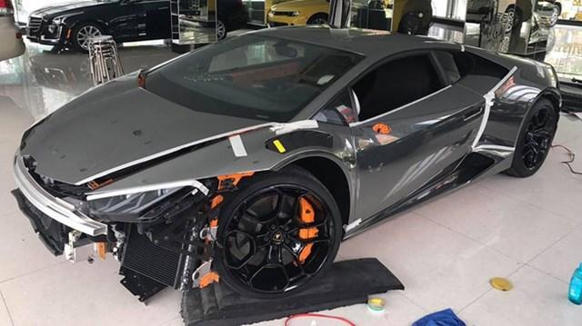 Lamborghini Huracan độ Novara Edizione độc nhất Việt Nam được cho lên áo crôm