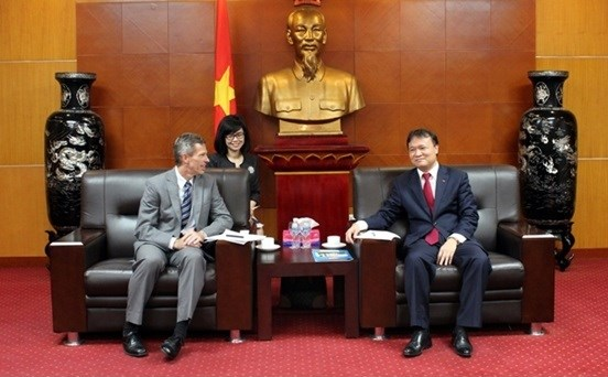 Thứ trưởng Đỗ Thắng Hải làm việc với Chủ tịch Ford ASEAN