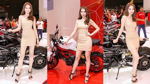 """""""Nữ hoàng nội y"""" Ngọc Trinh đến gian hàng của Ducati chọn xe"""