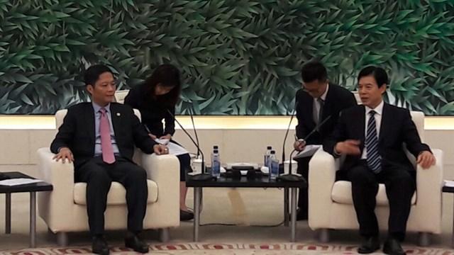 Bộ trưởng Trần Tuấn Anh hội đàm với Bộ trưởng Bộ Thương mại Trung Quốc