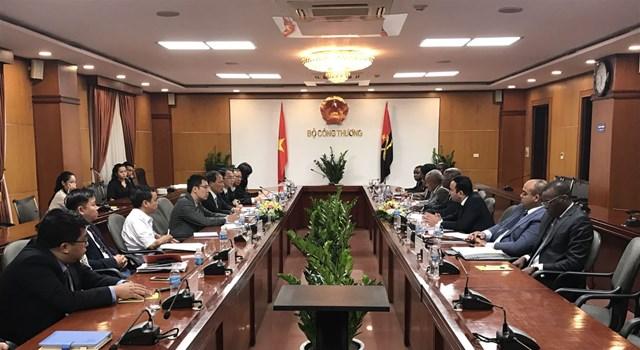 Thứ trưởng Cao Quốc Hưng tiếp và làm việc với Quốc Vụ Khanh Bộ Công nghiệp Ăng-gô-la