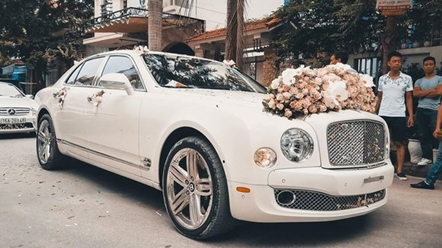 Hot girl Hải Phòng rước dâu bằng xe siêu sang Bentley Mulsanne