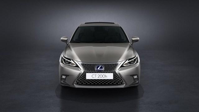 Diện kiến xe sang Lexus CT 2018 trước ngày ra mắt chính thức