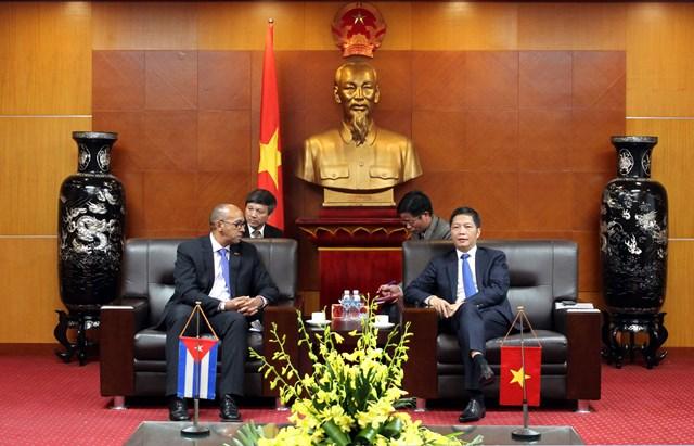 Bộ trưởng Trần Tuấn Anh tiếp Đại sứ Cuba tại Việt Nam đến chào từ biệt