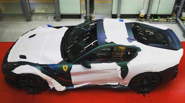 """Sau Pagani Huayra BC """"hàng thửa"""", """"thánh cuồng"""" màu xanh tậu thêm chiếc Ferrari F12td"""