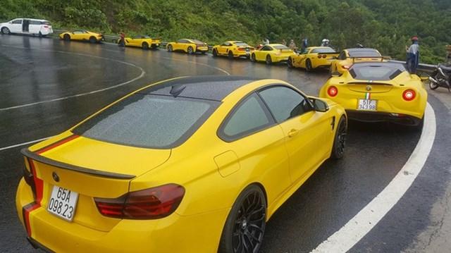 """Hàng chục siêu xe và xe thể thao độ """"khủng"""" vượt đèo Hải Vân trong cơn mưa lớn"""