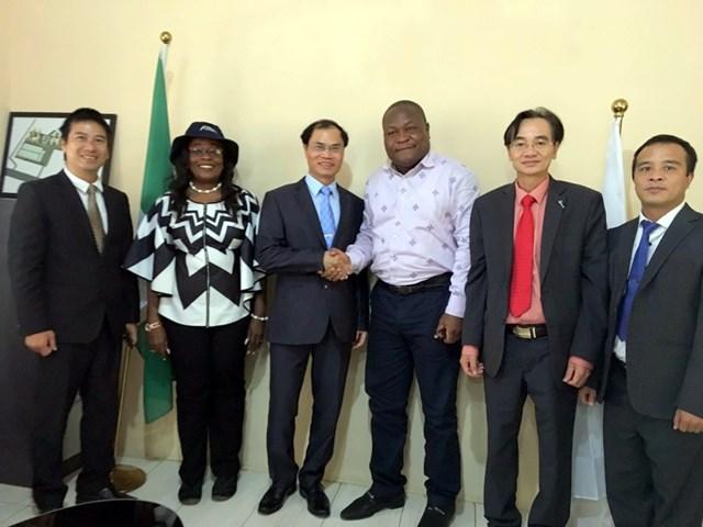 Việt Nam thúc đẩy hợp tác kinh tế thương mại và đầu tư với Nigeria