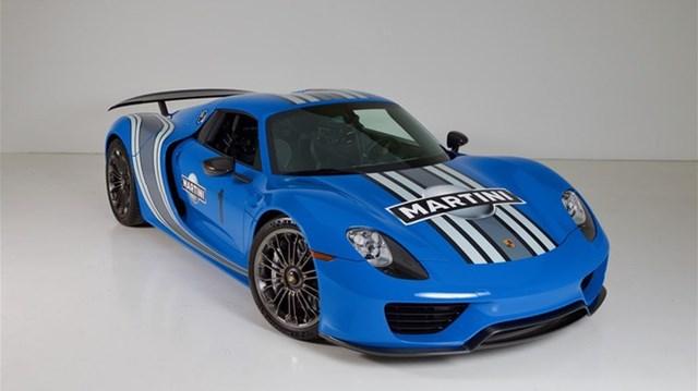 """Porsche 918 Spyder đầu tiên trên thế giới mang bộ áo Voodoo Blue """"lên sàn"""""""
