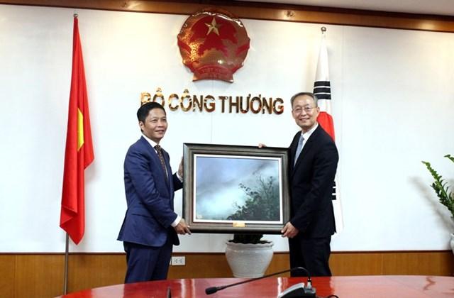 Bộ trưởng Trần Tuấn Anh hội đàm với Bộ trưởng Bộ Thương mại, CN và NL Hàn Quốc