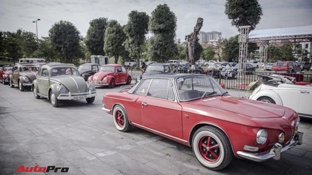 """Chiêm ngưỡng dàn """"bọ già"""" Volkswagen Beetle đủ sắc màu tại Hà Nội"""