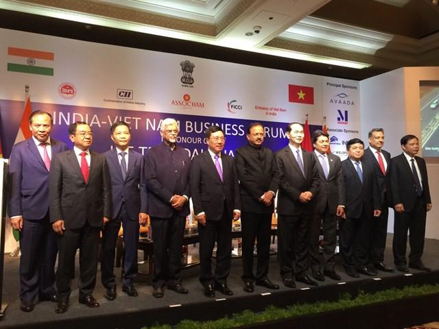 Bộ trưởng Trần Tuấn Anh tháp tùng CTN Trần Đại Quang thăm cấp Nhà nước tới Ấn Độ