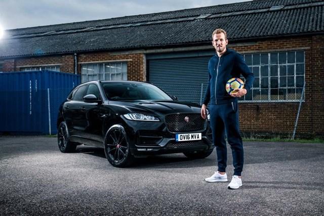 """Đội tuyển bóng đá quốc gia Anh tại World Cup 2018 sở hữu xe sang """"khủng"""" cỡ nào?"""