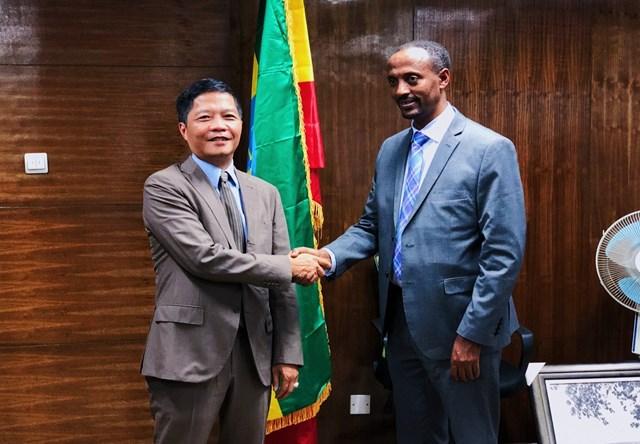 Bộ trưởng BCT Trần Tuấn Anh hội đàm song phương với Bộ trưởng Thương mại Ê-ti-ô-pi-a